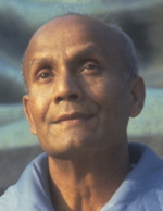 sri-chinmoy-meditating.jpg